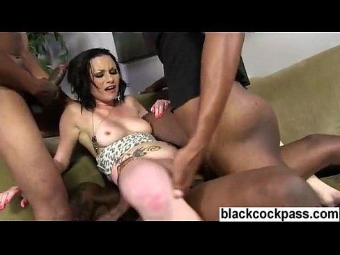 Extreme interracial triple penetration gangbang mit foto 2