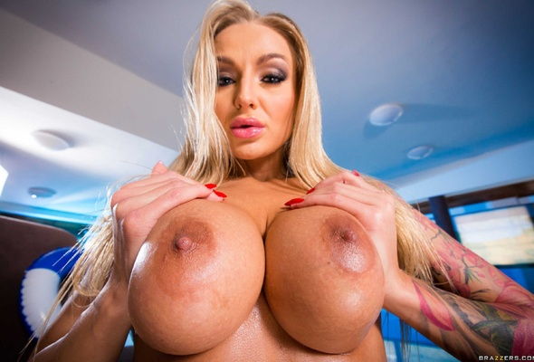 Kayla green in big boob blonde foto 1